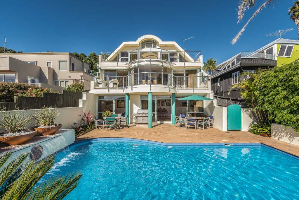 Murrays Bay, 53 Churchill Rd